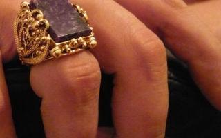 Разновидности и история колец. На каком пальце мужчины носят печатку – значение расположения