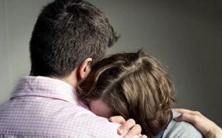 Как успокоить девушку, если она плачет — поведение и фразы