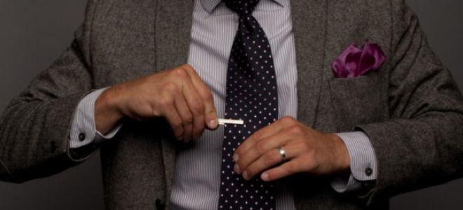 Как носить зажим для галстука правильно