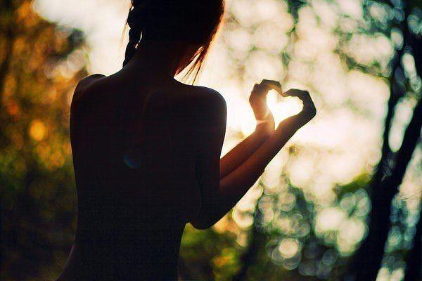 Как понять, что девушка тебя любит — поведение представительниц разных знаков зодиака2