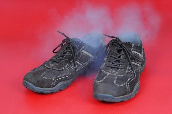 Как убрать неприятный запах из обуви в домашних условиях?0