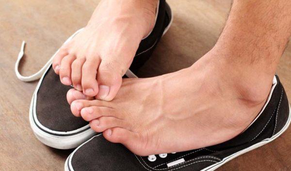 Как убрать неприятный запах из обуви в домашних условиях?1