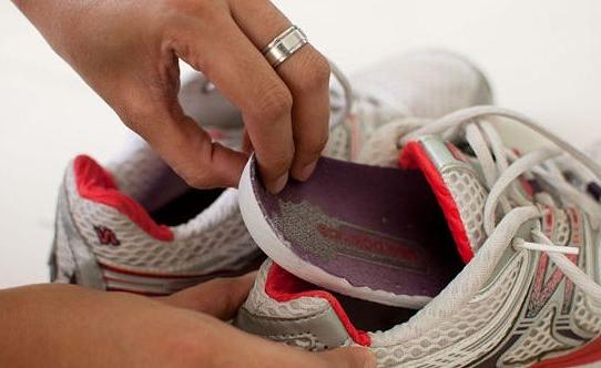 Как убрать неприятный запах из обуви в домашних условиях?4