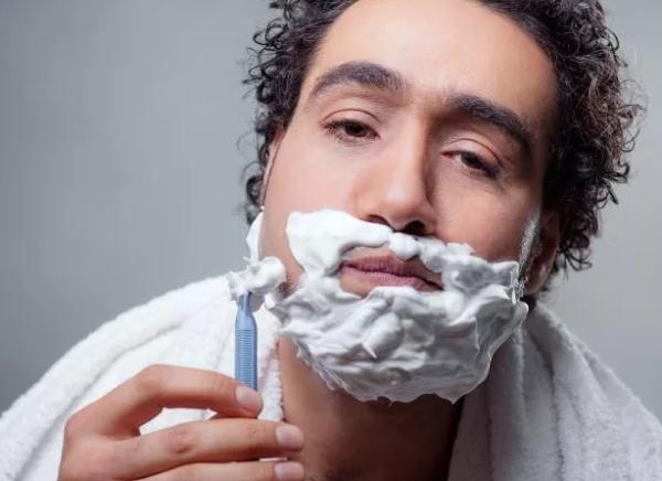 Как правильно и какими инструментами брить бороду