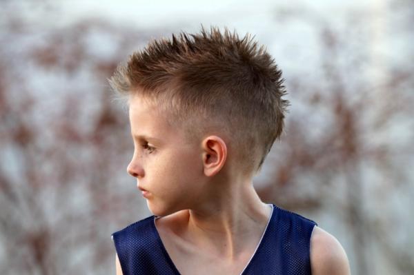 Современные модные стрижки для подростков мальчиков: описание и фото4